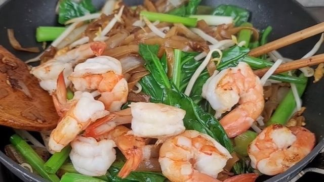 Read more about the article 4 Best Vietnamese Pho Ap Chao Recipe With Tom, Bo, Ga, And Rau