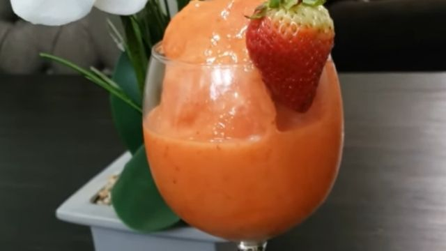 Read more about the article 3 Strawberry Surf Rider Recipes With Nutrition Facts (Healthy Jamba Juice Smoothie)